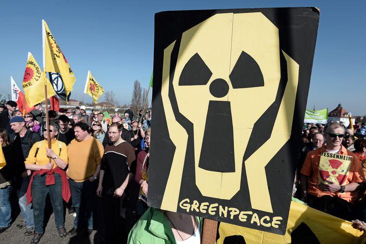 Pancarte d'un militant Greenpeace à Strasbourg en 2014